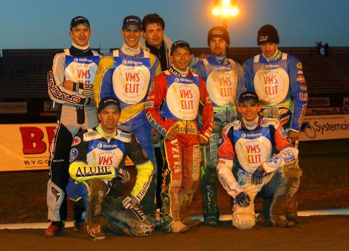 2003: En av de första segrarna för VMS Elit kom mot lokalkonkurrenten från Målilla, då under namnet Luxo Stars