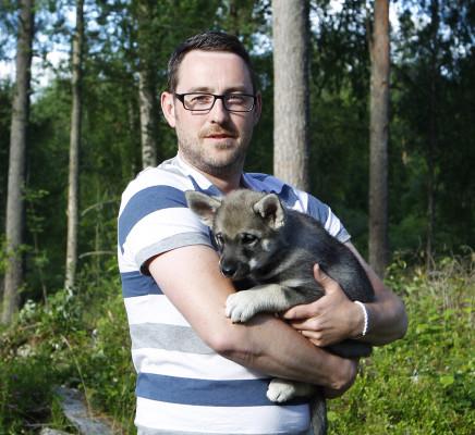 Celine är en av tre tikar som stannar i Småland, närmare bestämt i Äng hos Emil Erixon