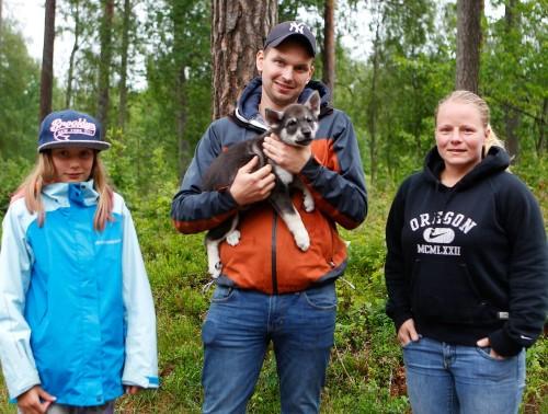 Cissi är då tredje tiken som stannar i Småland. I Aneby finns hon hos Fredrik Trofast och Annaida Franzén.